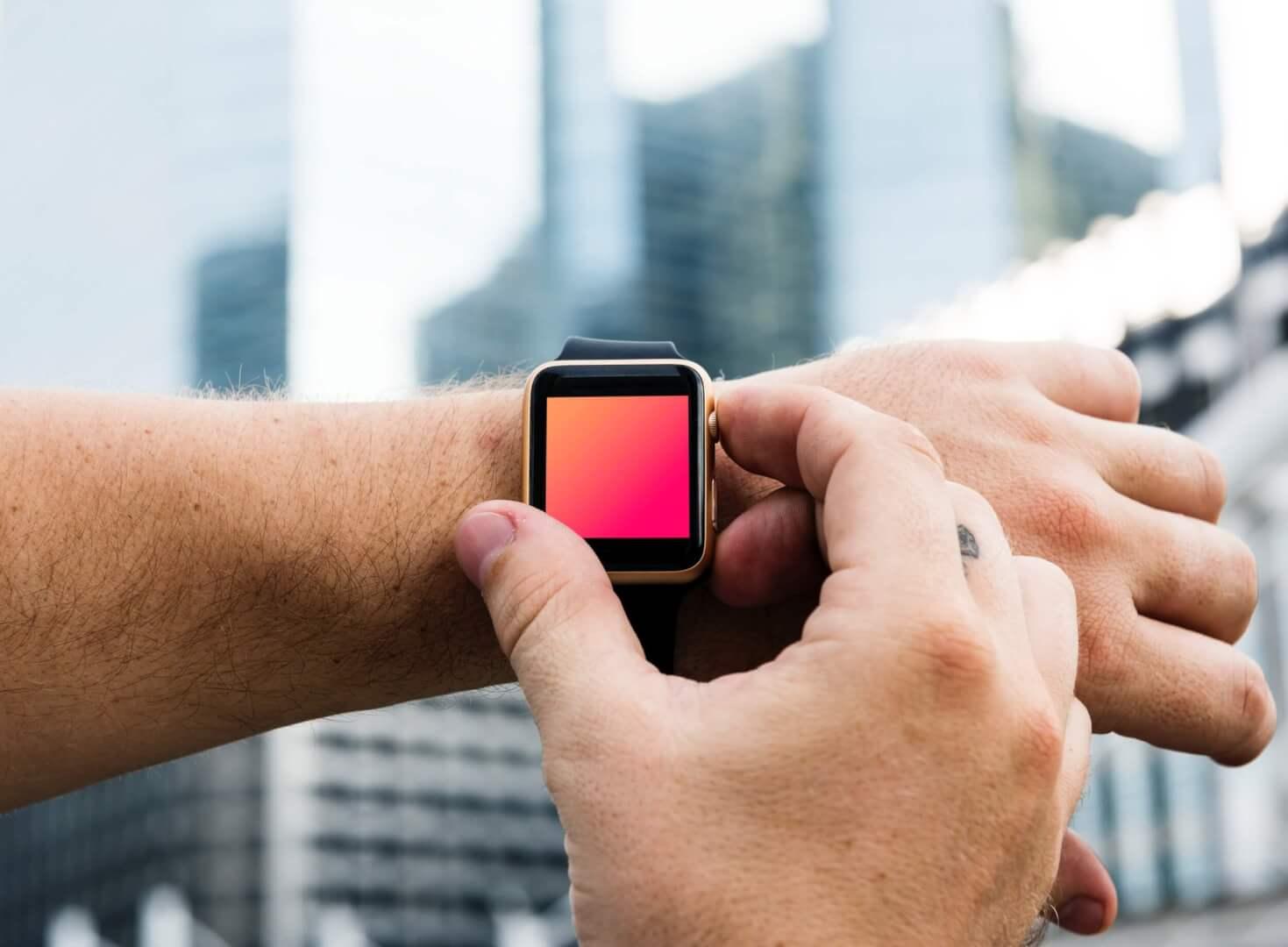 Smartwatche czy klasyczne zegarki ze wskazówkami? Co wybrać?