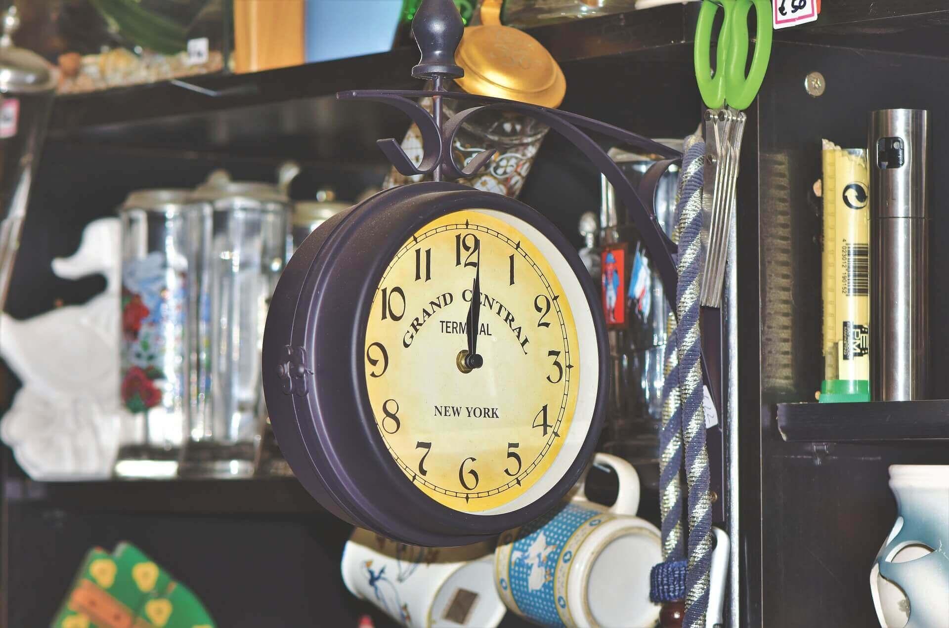 Słoneczny, oliwny czy wahadłowy? – poznaj 11 rodzajów zegarów!